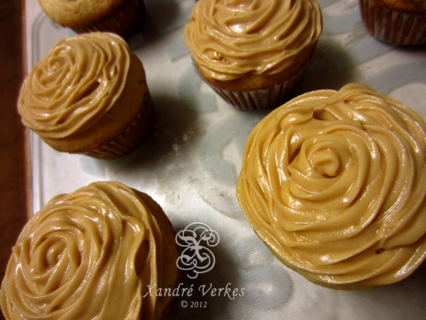 Coffee frosting (my first try...) - I usually do normal white/butter icing!!!